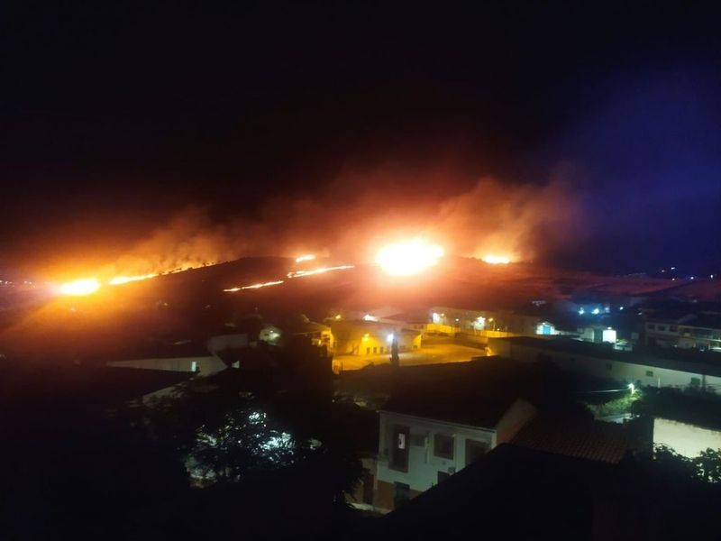 Se sospecha que el incendio de nivel 1 de peligrosidad, que anoche arrasó 10 hectáreas en la ciudad de Cáceres, pudo ser provocado