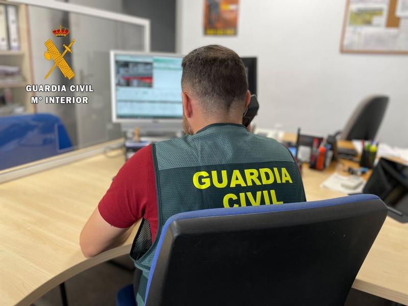 Detenida por la Guardia Civil tras intentar suplantar a otra persona para retirar dinero en varias sucursales bancarias de la provincia de Cáceres