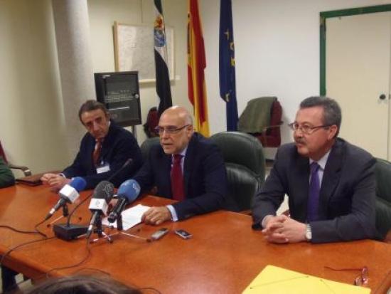 El consejero Echávarri presenta la página web de la Asociación Nacional de la Raza Blanca Cacereña