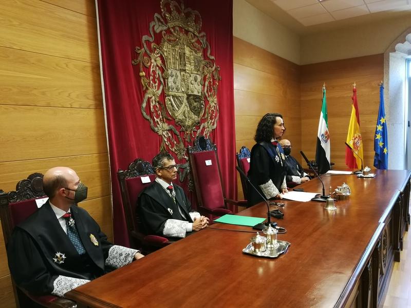 La presidenta del TSJEX destaca que el nivel de resolución de la Justicia en Extremadura ha superado los niveles anteriores a la pandemia