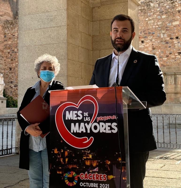 El ayuntamiento inicia con el Pleno de Mayores un mes lleno de actividades para las personas de edad avanzada