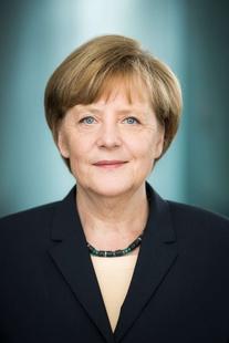 El Rey Felipe VI preside la ceremonia de entrega del Premio Europeo Carlos V a Angela Merkel