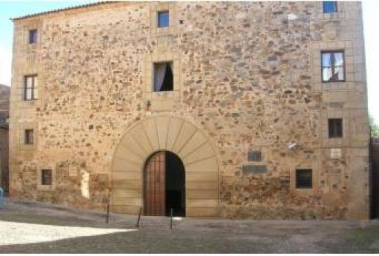 Alumnos de la Escuela de Bellas Artes 'Eulogio Blasco' exponen sus trabajos de cerámica