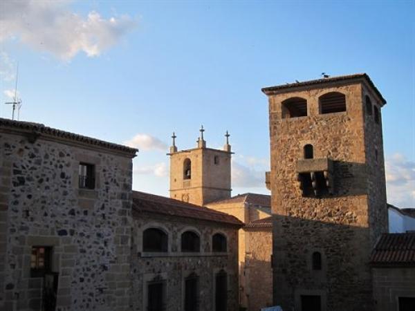 La ciudad monumental de Cáceres acoge este viernes una ruta poética por diversas plazas y calles
